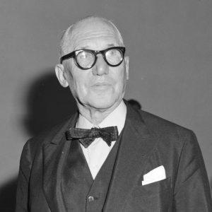 Le_Corbusier_(1964)_Stedelijk_Museum_Sikkensprijzen_916-9288_(cropped)